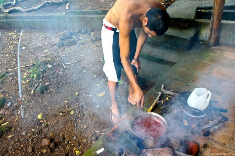 Life Out of the Box Cooking in Laguna de Apoyo, Nicaragua